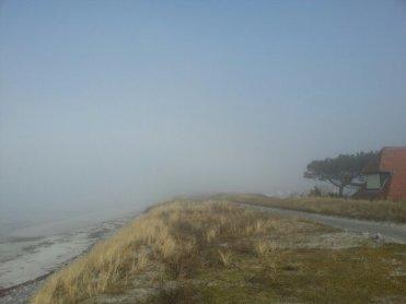 Nebel am lezten Strandaufgang in Vitte heute Mittag.