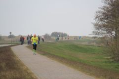 Läufer auf dem Deich zwischen Süderende und Wiesenweg