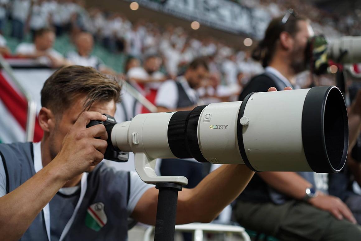 N/z. Maciej Gillert fotografujący Sony a9 zobiektywem Sony 500mm f/4 fot.Rafał Gąglewsi / mediapictures.pl