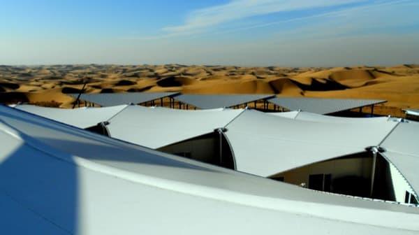 Hotel-Lotus-arquitectura-prefabricada-desierto-detalle lonas tensadas
