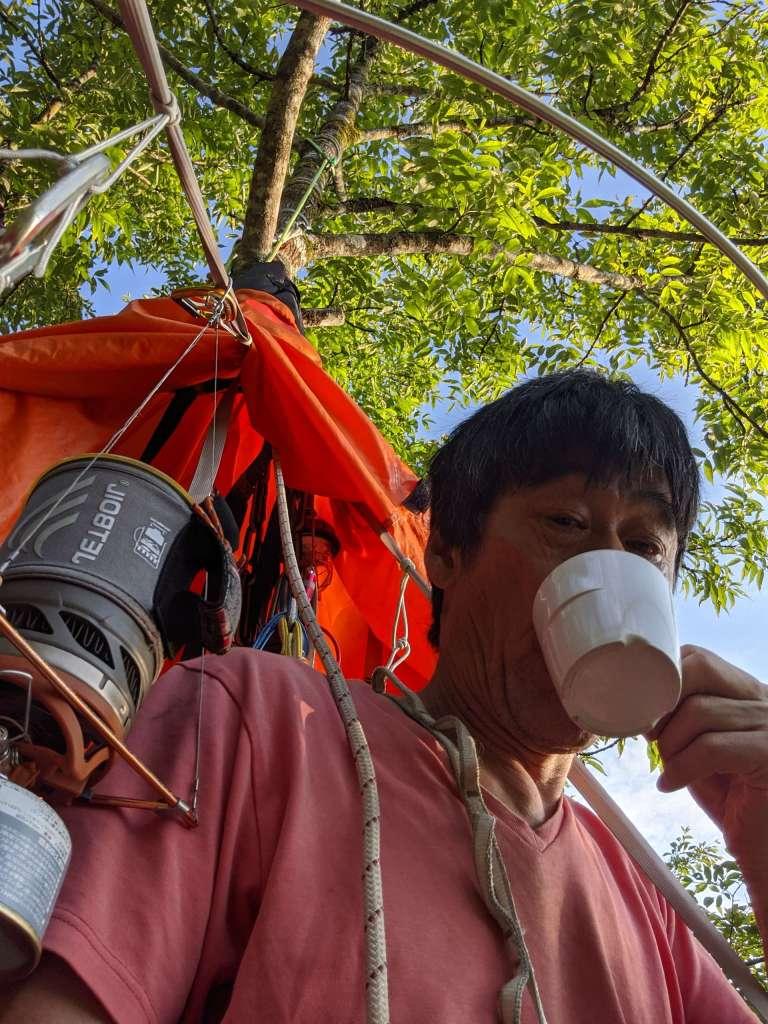 空中で飲むモーニングコーヒー:樹上ソロキャンプ