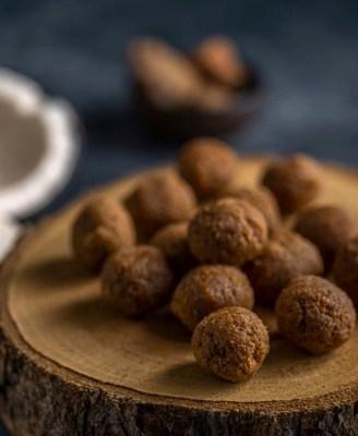 Honey Turmeric Immunity Balls by Iyurved  सर्दी, खांसी और जुकाम के लिए खाद्य पदार्थ