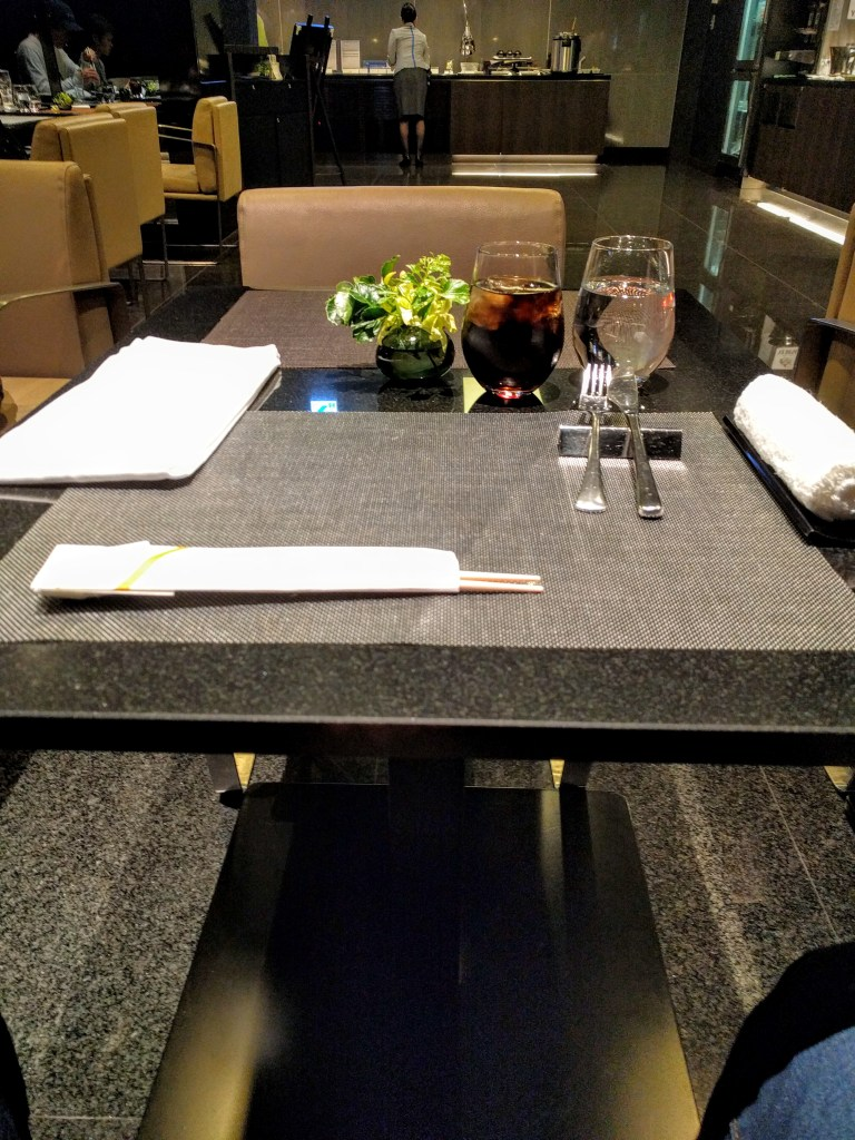 ana-suites-hnd-table-setting