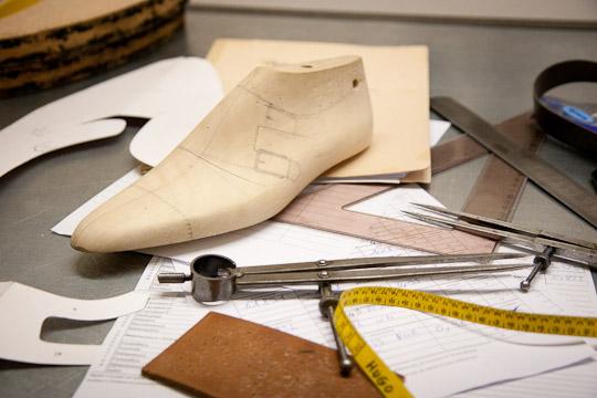 Fabriquer une paire de chaussures: le patronage
