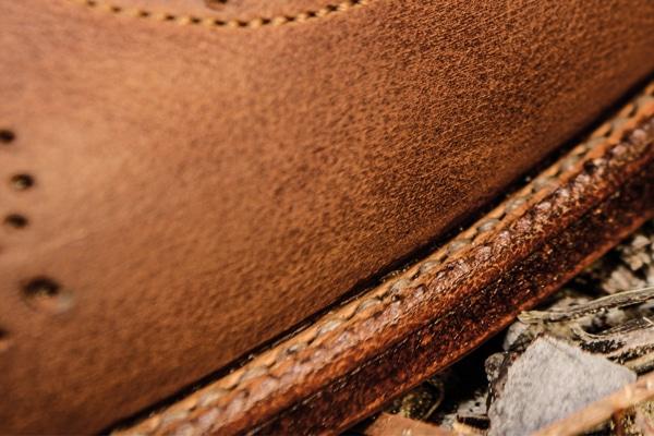 Couture petits points du Goodyear sur semelle cuir des Derby LW - Photo Karim Louiba