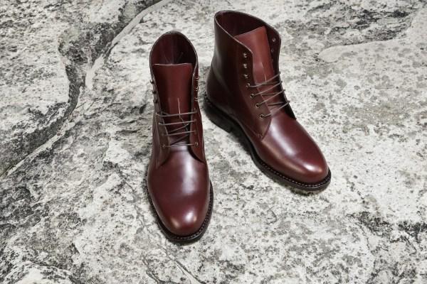 Version en cuir gras marron / bordeaux de nos nouvelles city boots - Photo: Karim Louiba