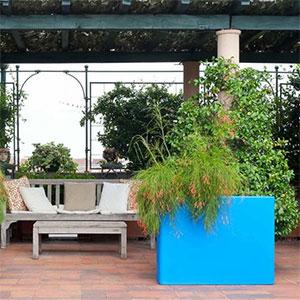 nouveaut s 1825 by serralunga le must have des jardini res accessoires outdoor le blog. Black Bedroom Furniture Sets. Home Design Ideas