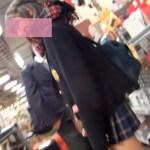 【Pcolle】カップルJKのピンクパンツを高画質逆さ撮り!