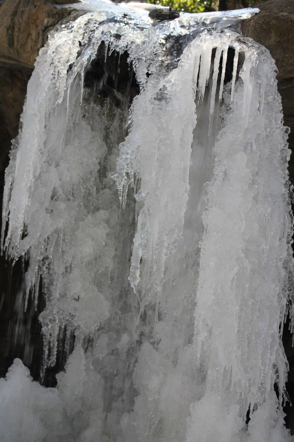 Front grotto ice2 2015