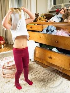 crianca-trocando-de-roupa