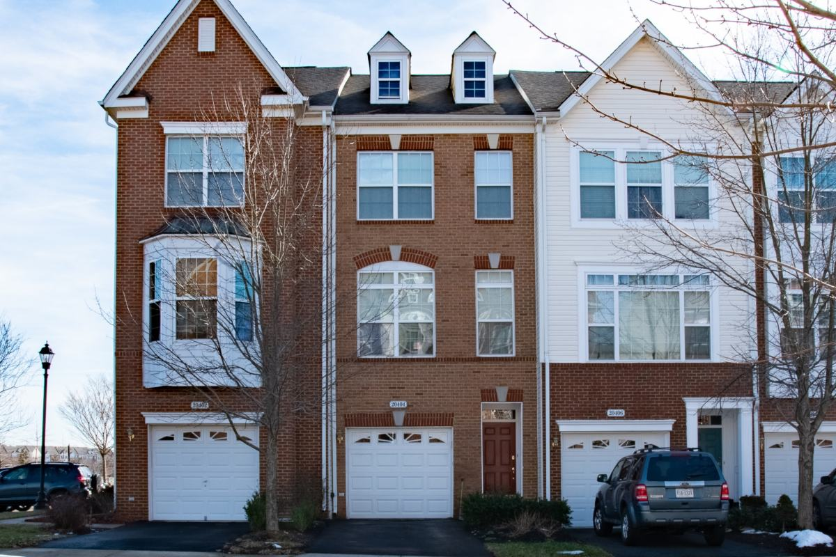 Ashburn Townhome For Sale in the Belmont Community