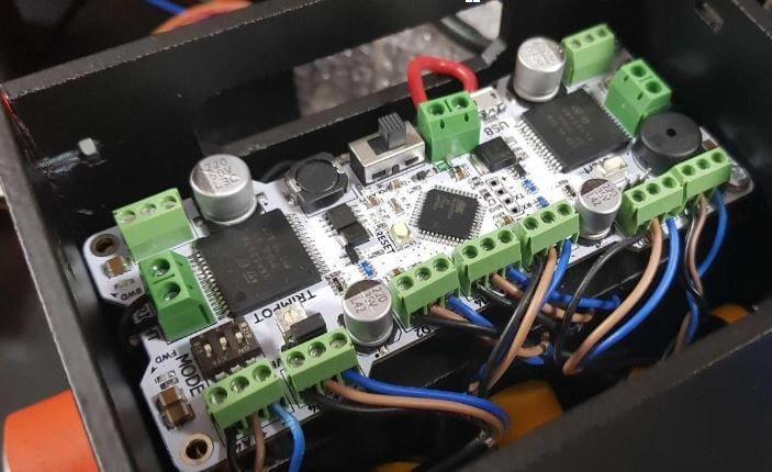الشكل (17) – لوحة XMotion MEGA لقيادة محركين بتيار 30A لكل منهما
