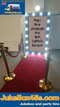 magic-mirror-wedding-photobooth-hire--lightbulb-frame