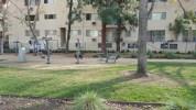 Dans les villes classiques on trouve des aires de jeux, à L.A. on trouve des aires de sport, normal...
