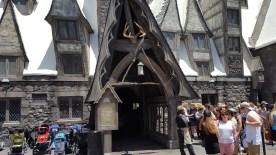 L'entrée de Three Broomsticks