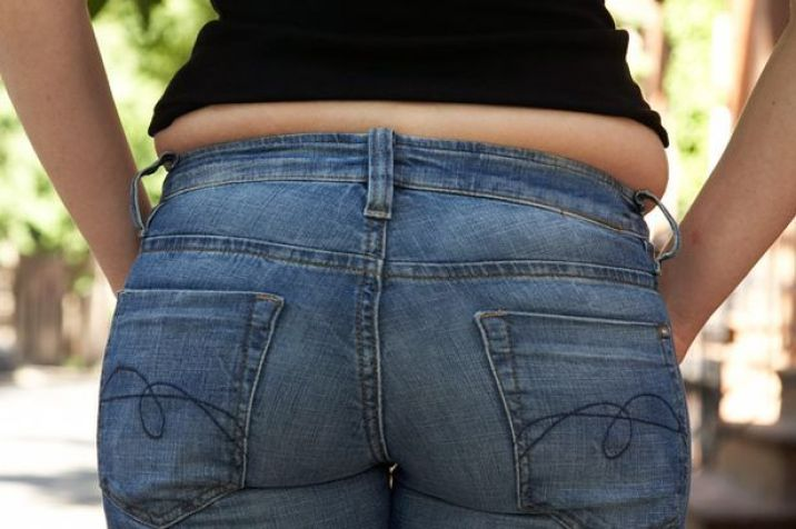 Rear view of a woman with a Muffin top