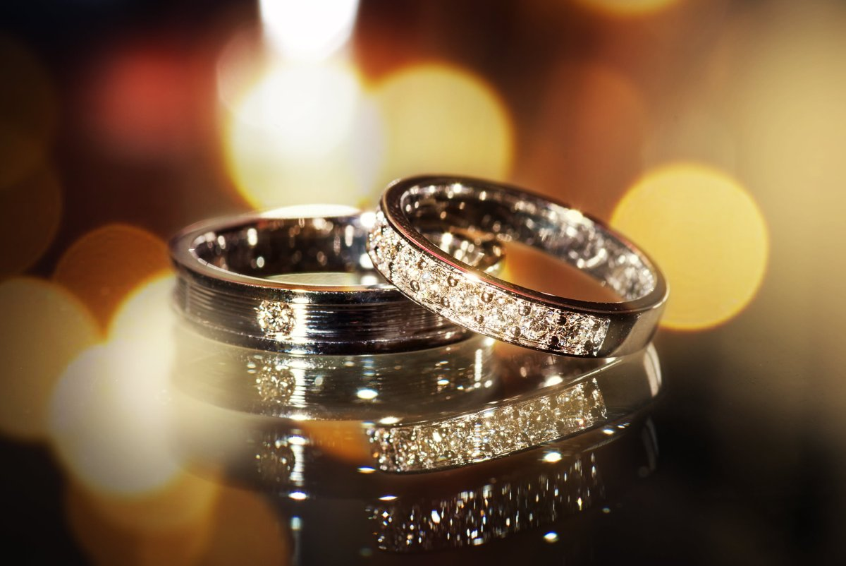 couple-diamond-rings-wedding-marriage