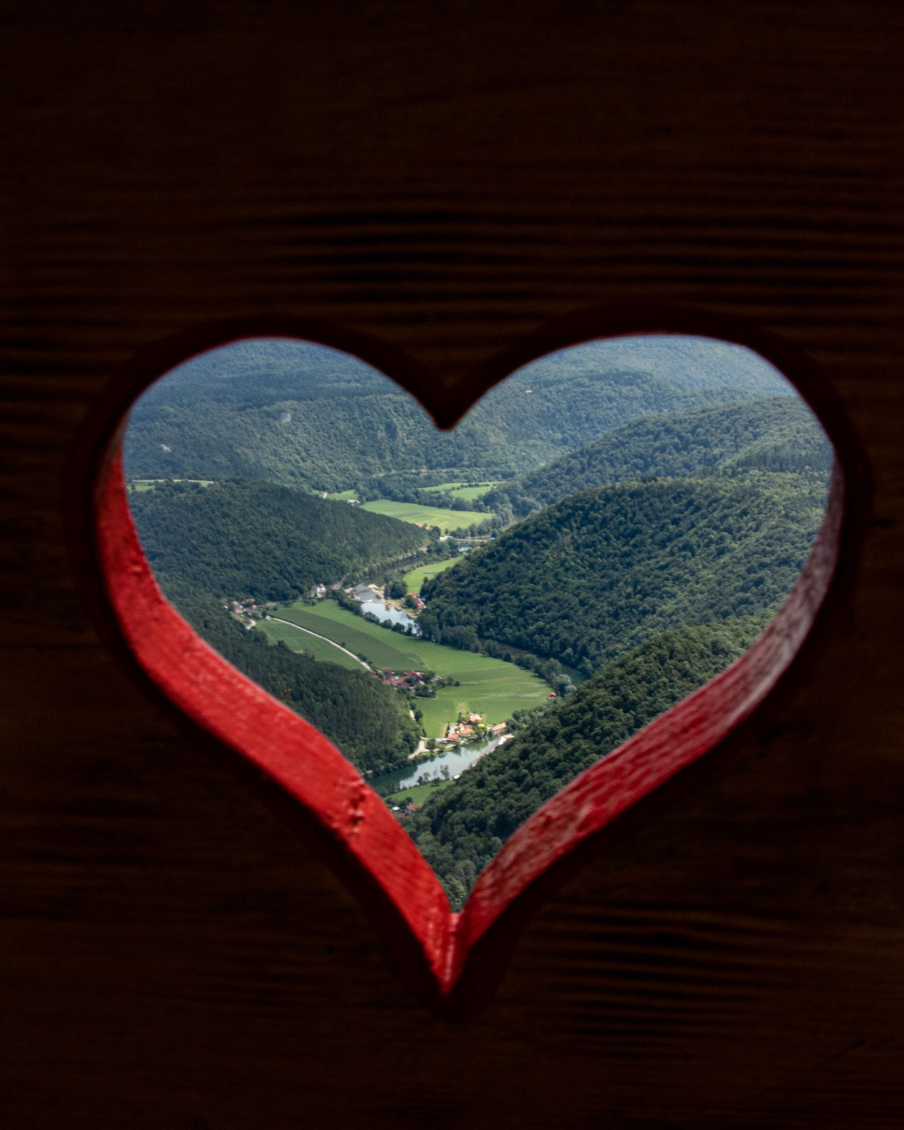 Pogled skozi klopco ljubezni na Kozicah