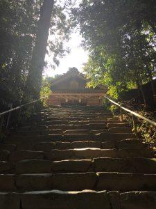 神魂神社 社殿(階段下から)