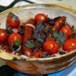 Колбаски с помидорами