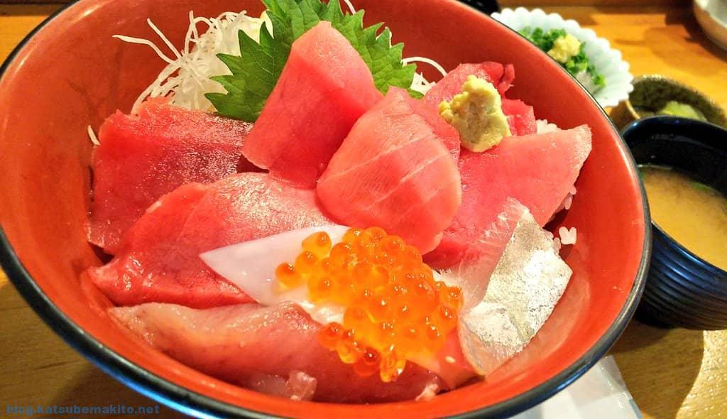三崎港のマグロ丼