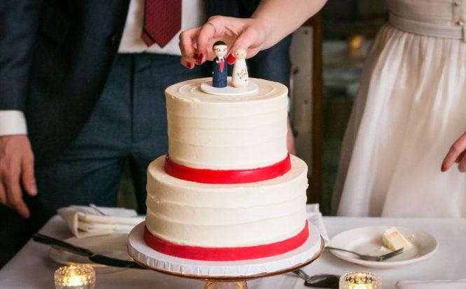 Cake cutting at a Scottadito wedding