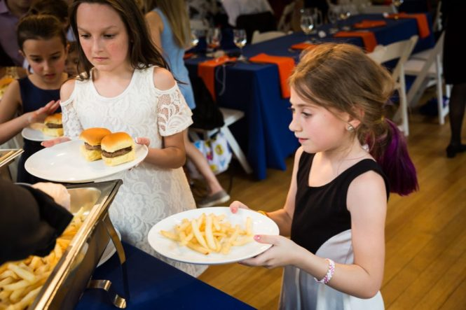Kids eating by bar mitzvah photographer, Kelly Williams