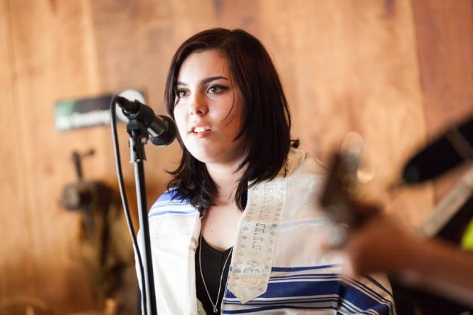 Bella performing at her bat mitzvah, by NYC bat mitzvah photographer, Kelly Williams