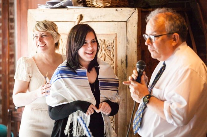 Bat mitzvah ceremony at Covo Restaurant, by NYC bat mitzvah photographer, Kelly Williams