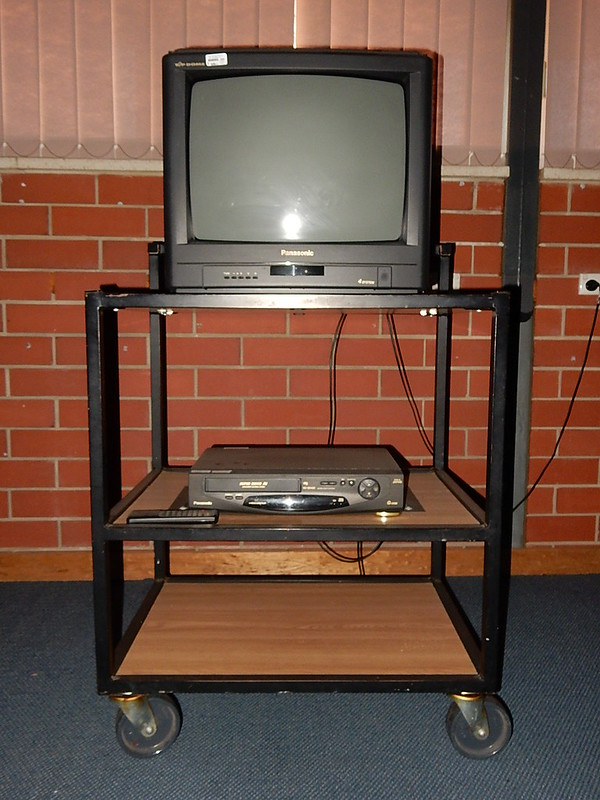 Picture of a tv and vhs deck for a classroom setup.
