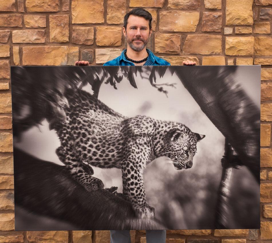 canvas print - Black and white vs color