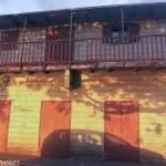 Une vieille case créole typique avec le magasin au rez-de-chaussée