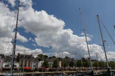 Nuages au-dessus de port de Vannes