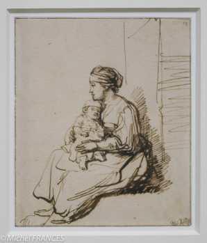 Rembrandt - Jeune femme assise tenant son enfant sur ses genoux - dessin à la plume, encre brune, papier filigrané