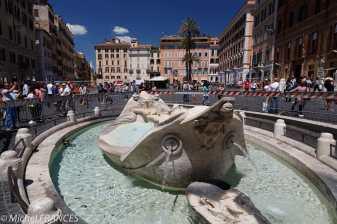 La fontaine Barcaccia, représentant un bateau, a été réalisée par Pietro Bernini, père du Bernin