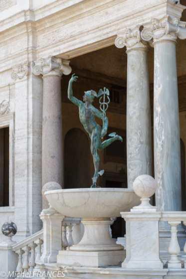 La statue de Mercure
