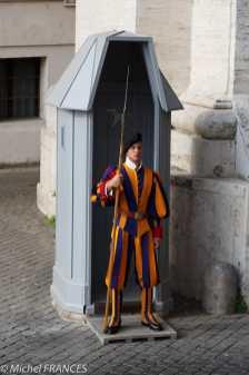 Contrairement à la légende, l'uniforme n'a pas été créé par Michel-Ange