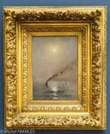 Alfred STEVENS - Marine, Clair de lune sur la mer - vers 1886 (date sans doute fausse sur le cartel) - l'harmonie des tons bleus, la lumière opalescente de la lune auréolée d'étoiles et le miroitement nacré de la mer participent de l'atmosphère de douceur et de sérénité du tableau. Le temps semble suspendu. Seul l'épaisse fumée noire s'échappant d'un bateau à vapeur trouble ce calme apparent. La diagonale ainsi crée anime la composition. Ces éléments contraste avec le coucher de soleil du même peintre révélant la capacité d'Alfred Stevens de varier palette et touche dans la représentation de sujets similaires. Peintre de scène de genre et de paysages, Stevens est aussi un portraitiste mondain qui fréquente Paris dans les années 1850. Il est ami avec Charles Baudelaire, qui lui dédie l'un de ses poèmes, et proche des impressionnistes.