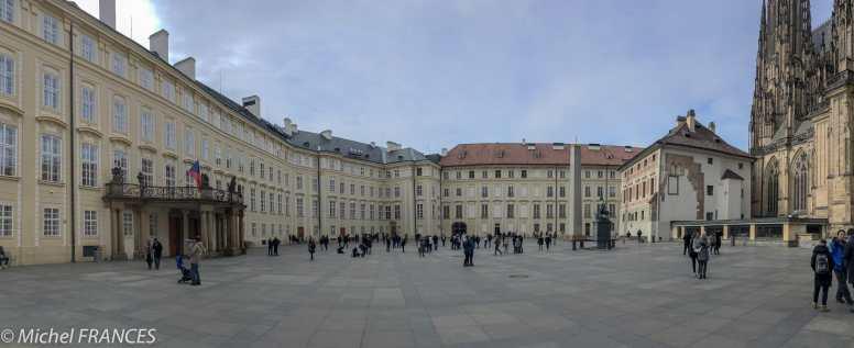 Une cour du Château