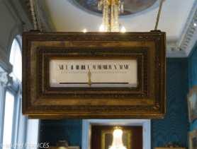 Musée Jacquemart-André - une horloge à cadran rectiligne