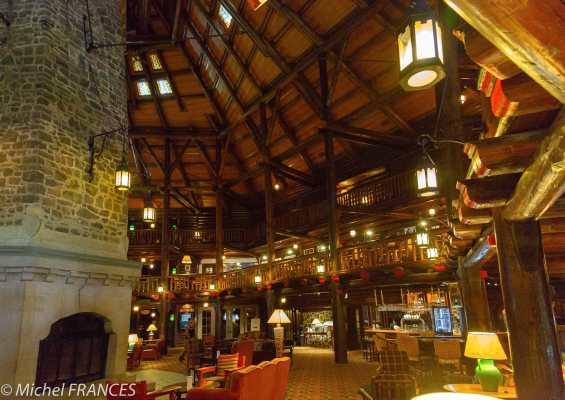 Montebello - l'hôtel Fairmont, l'immense lobby