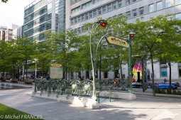 Montréal - la station de métro de Victoria square, offerte par la Ville de Paris