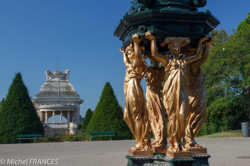 Palais Longchamp - une fontaine Wallace colorée