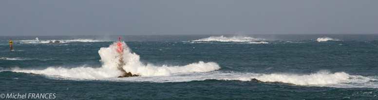Tourelle bien arrosée au large de la presqu'île de Saint-Laurent à Porspoder