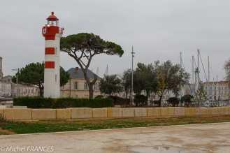 La Rochelle, les phares d'alignement rouge et vert du vieux port