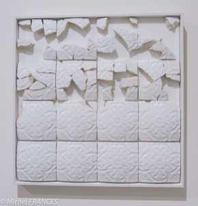 ADD FUEL - carreaux de céramique en bas-relief, cadre de bois blanc