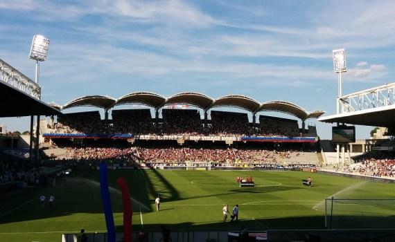 Stade de Gerland à la mi-temps d'OL - Rennes