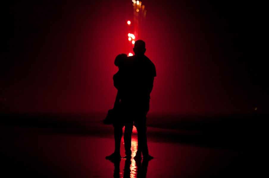 fireworks_couple