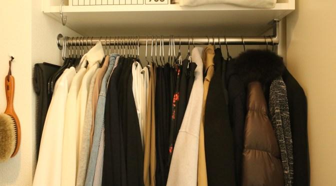 クローゼットの上棚に差し込むだけでOKの「衣類の一時かけスペース」