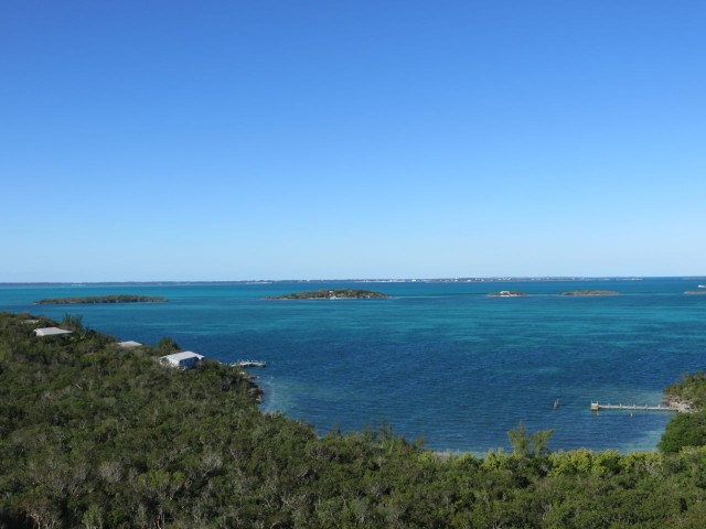 A view of the Parrot Cays to the west of Elbow Cay
